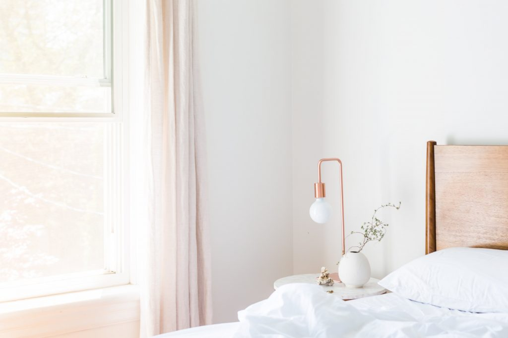 how to get rid of clutter - beginning steps to minimalism for moms