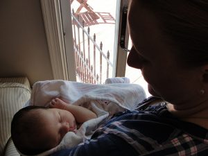 What is a postpartum doula? 10 great reasons to hire one!
