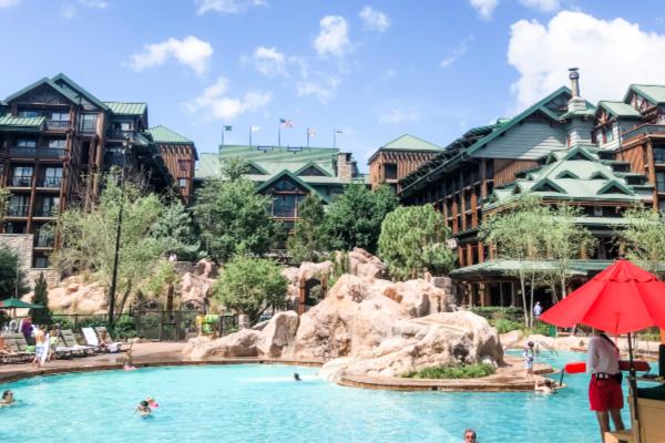 disneyland-or-disney-world-hotels